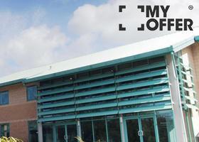 英国哥比亚大学宿舍是什么样?校园生活很多彩!