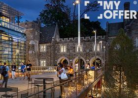 """杜克大学留学福利:""""玻璃屋""""像是给学生搭了一个美食市集"""